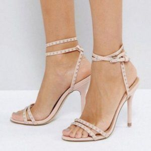NEW Steve Madden leathe Sandals runs small heels